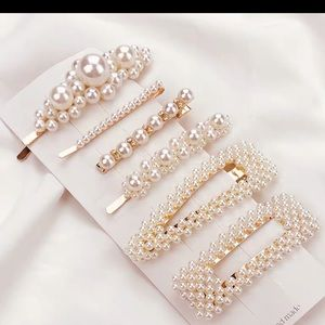 😍gorgeous 6 pearl hair clip set😍